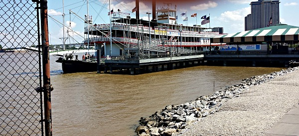 Steam boat on the Mississippi River in New Orleans, Louisiana