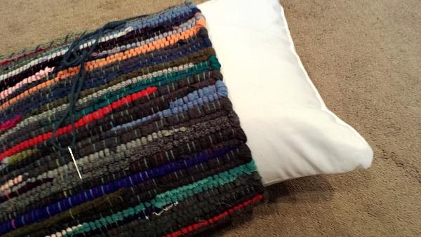 Rag Rug Pillow DIY   polkadotpoplars.com