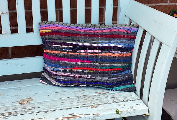 How to make a rag rug pillow.