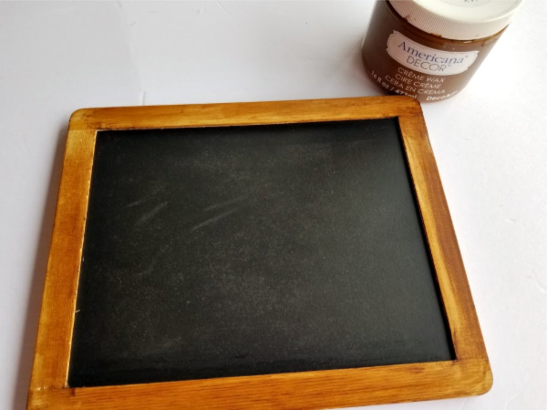 Staining a chalkboard