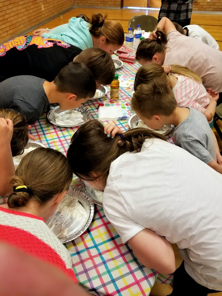kids in a pie eating contest